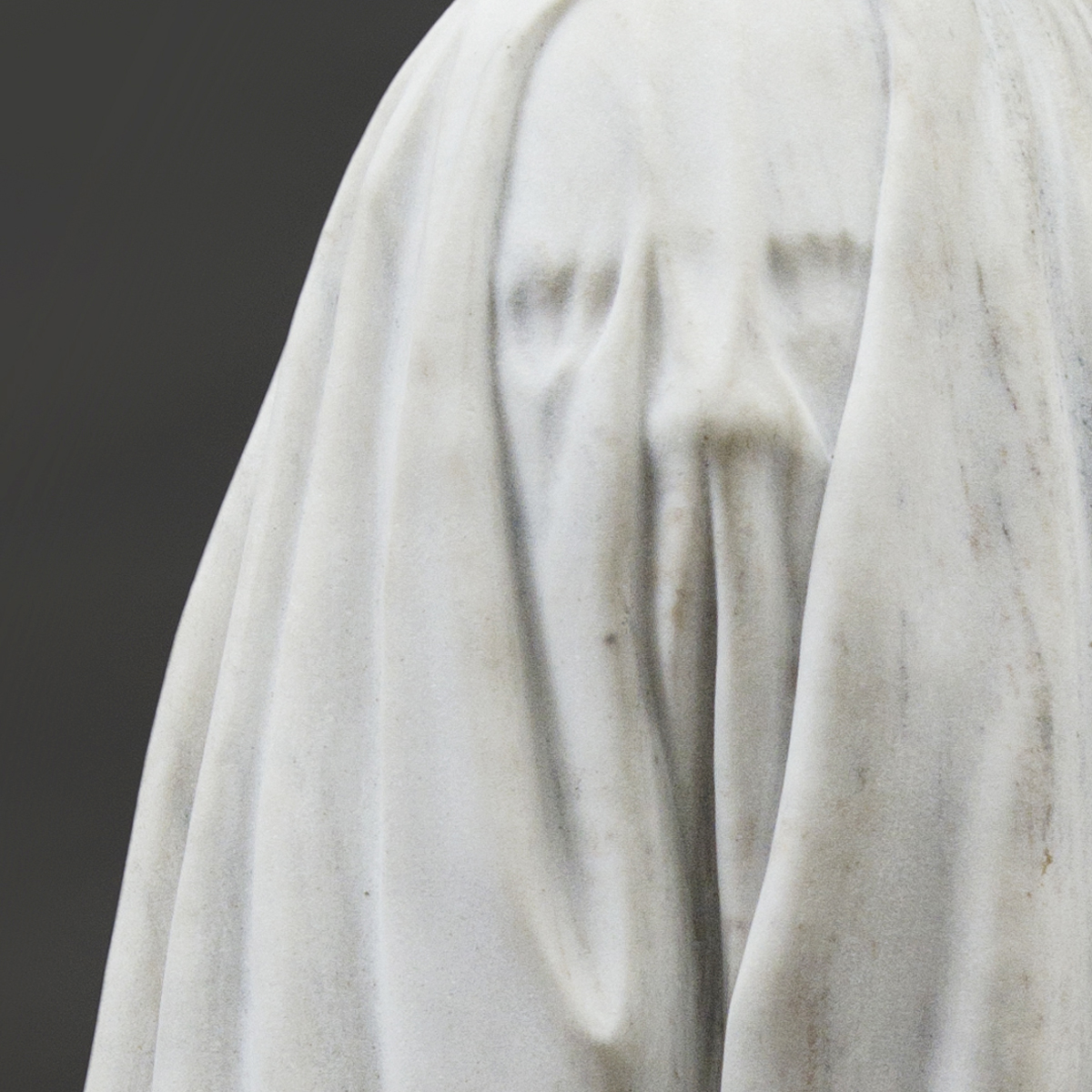 Little Ghost, marble, 33 x 18 x 16